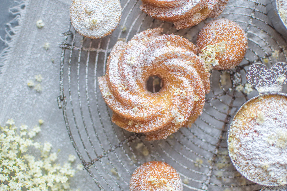 Holunderblüten-Zitronen-Rührkuchen: Das schmeckt nach Sommer