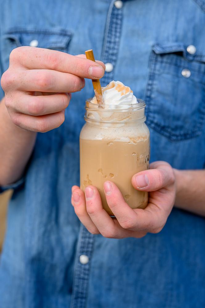 Karamell-Zimt-Eiskaffee: Eiskalter Kaffeegenuss