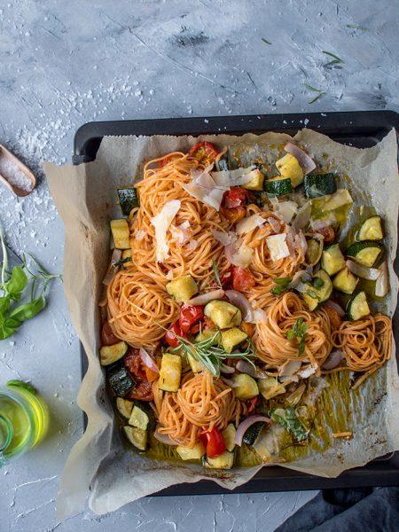 Pasta mit Ofengemüse: Schnelles Sommeressen