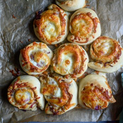 Zwiebelkuchen-Schnecken: Ein Snack für den geselligen Abend