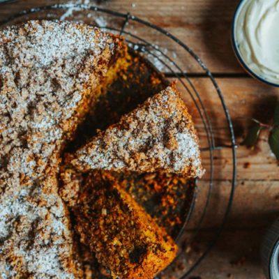 Carrot Cake mit Schokolade und Mandelstreuseln: Saftig und glutenfrei