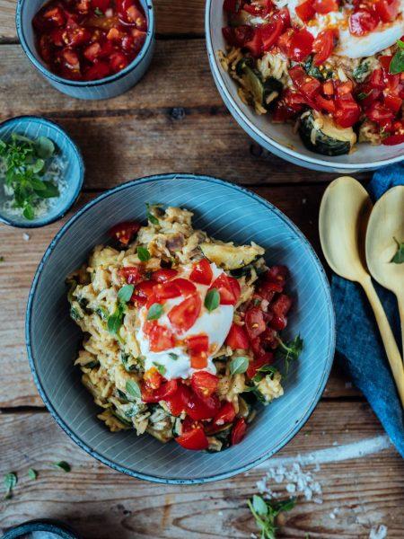 Mediterrane Reispfanne mit Burrata: Sommer auf dem Teller