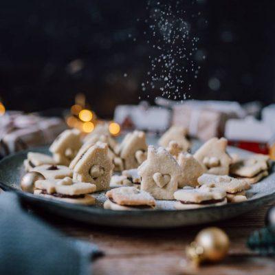Knusperplätzchen mit Nougatcreme: In der Weihnachtsbäckerei