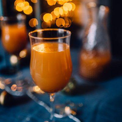 Bratapfel-Spritz: Ein festlicher Drink – alkoholfrei oder mit Schuss