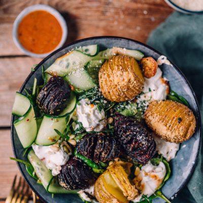 Hasselback-Bowl mit roter Beete und Kartoffeln