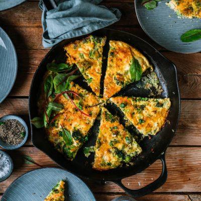 Omelette aus dem Ofen mit Brokkoli und Cheddar oder auch Frittata: Eine Quiche ohne Boden