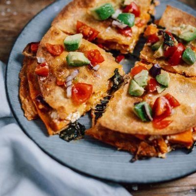 Ofen-Quesadilla mit Spinat und Feta: Knuspriges Feierabendessen leicht gemacht