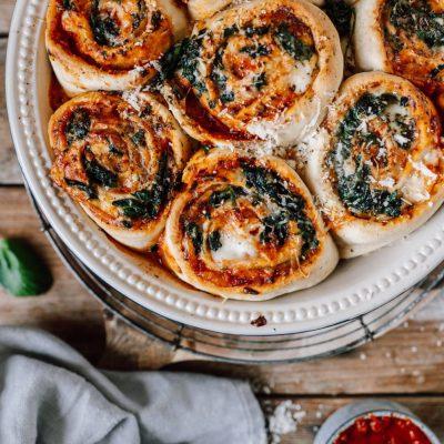 Pizza-Schnecken mit Spinat