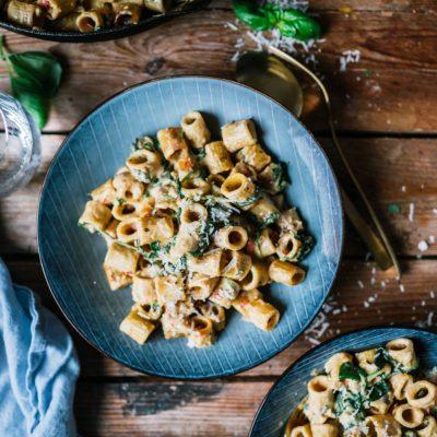 One Pot Ofenpasta Alfredo mit Spinat: Cremig und würzig