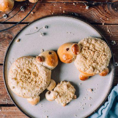 Pudding-Streuselschnecken als Osterlamm: So knusprig, so lecker