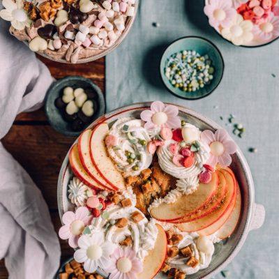 Cake Bowls mit Apfel Zimt und Salted Caramel Fudge oder Stracciatella und ein Gewinnspiel