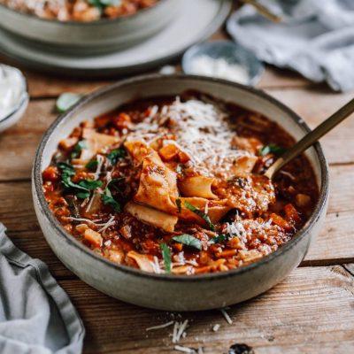 Lasagne-Suppe vegetarisch mit Spinat und Linsen oder mit Fleisch